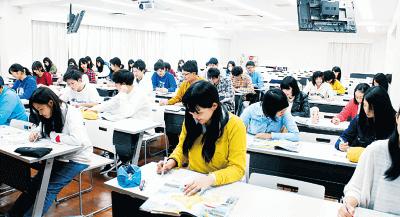 資格に強い!業界必須の国家資格を卒業時には90%が取得!